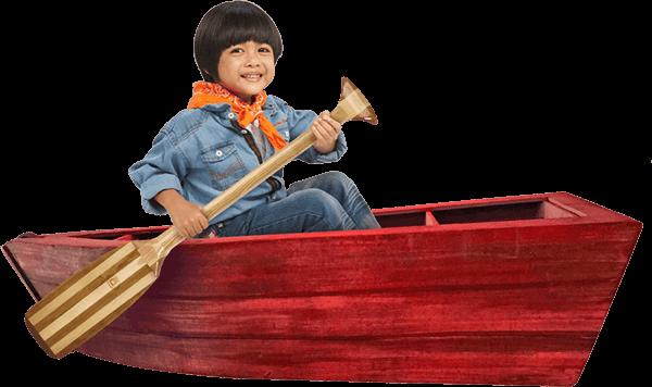 Seorang Anak Mendayung Perahu